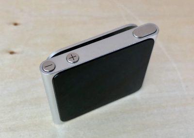 Pohled shora na Pohled zepředu na iPod Nano 6G