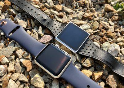 iPod Nano 6G a Apple Watch ležící vedle sebe