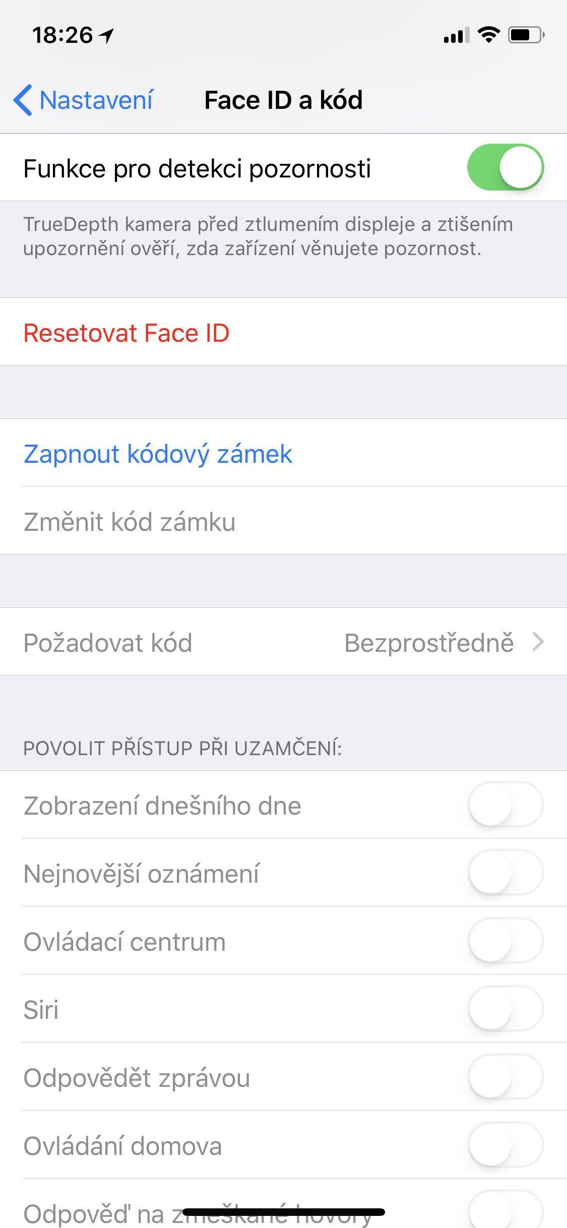 Obrazovka iOS Face ID a kód s vypnutým kódovým zámkem