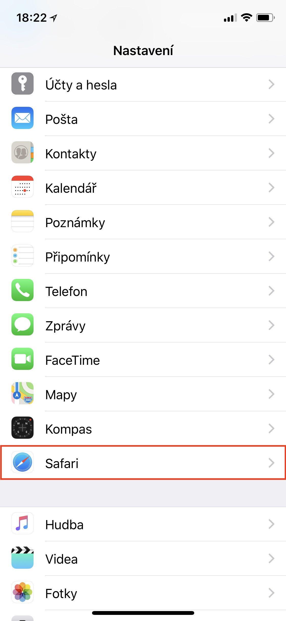Obrazovka nastavení iOS s vybranou položkou Safari