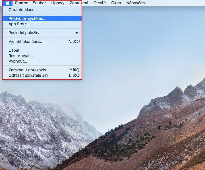 Plocha macOS s otevřenou nabídkou Apple Menu