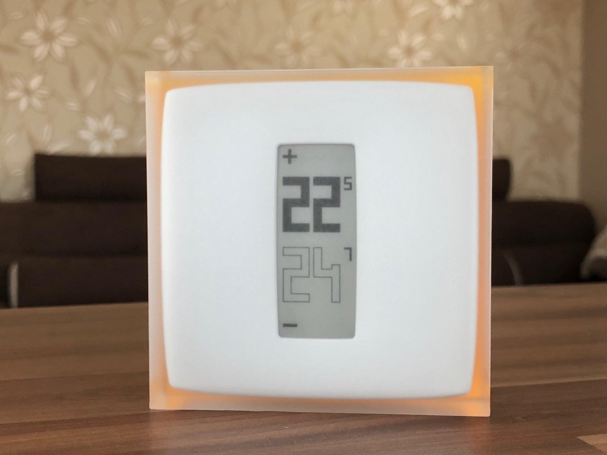 Pohled na přední stranu termostatu Netatmo Energy