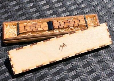 Dárková krabička s dřevěným řemínkem