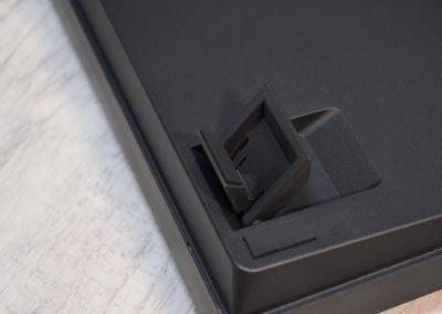 Dvě polohy nožiček klávesnice Keychron K6