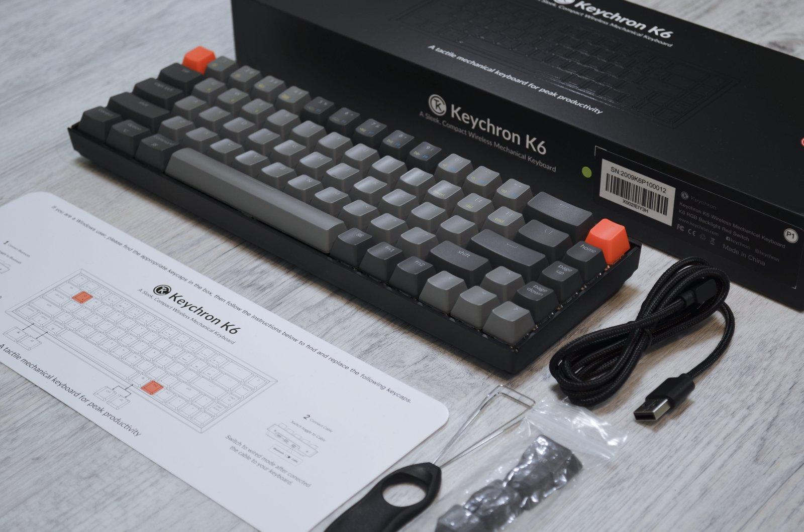 Balení klávesnice Keychron K6 s příslušenstvím